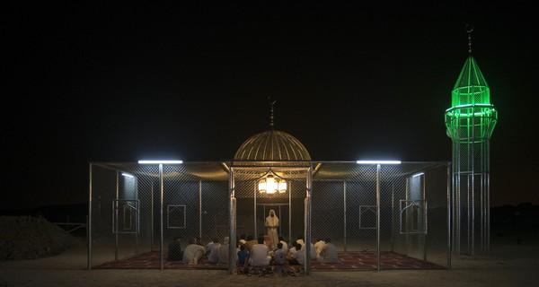 Setelah dari Arab Saudi, Paradise Has Many Gate pun telah mengisi beragam pameran seni di dunia. salah satunya dia diinstalasi di Vancouver, British Kolombia, Kanada tahun 2018. Selama dua tahun masjid ini dinikmati pengunjung taman. (dok Ajlan Gharem)