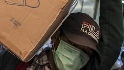Imbas virus Corona yang merajalela di Wuhan China berdampak pada pedagang masker di Jakarta. Penjualan di Pasar Pramuka Jakarta terus mengalami peningkatan.