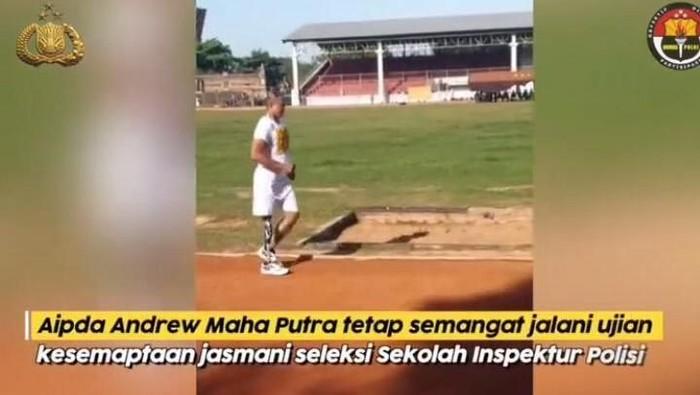 Tangkapan layar akun Divisi Humas Polri/ Aipda Andrew Maha Putra mengikuti seleksi jasmani