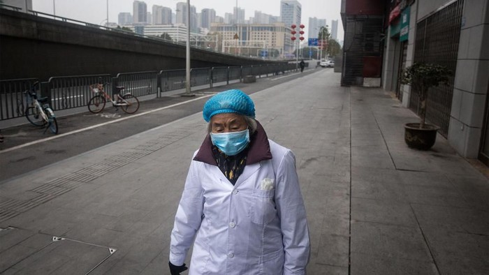 WUHAN, CHINA - JANUARY 31:  (CHINA OUT) A man wears a protective mask as he ride a bicycle across the Yangtze River Bridge on January 31, 2020 in Wuhan, China.  World Health Organization (WHO) Director-General Tedros Adhanom Ghebreyesus said on January 30 that the novel coronavirus outbreak has become a Public Health Emergency of International Concern (PHEIC).  (Photo by Stringer/Getty Images)