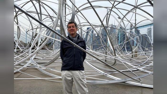 Pematung Antony Gormley di Proyek Seni Global BTS