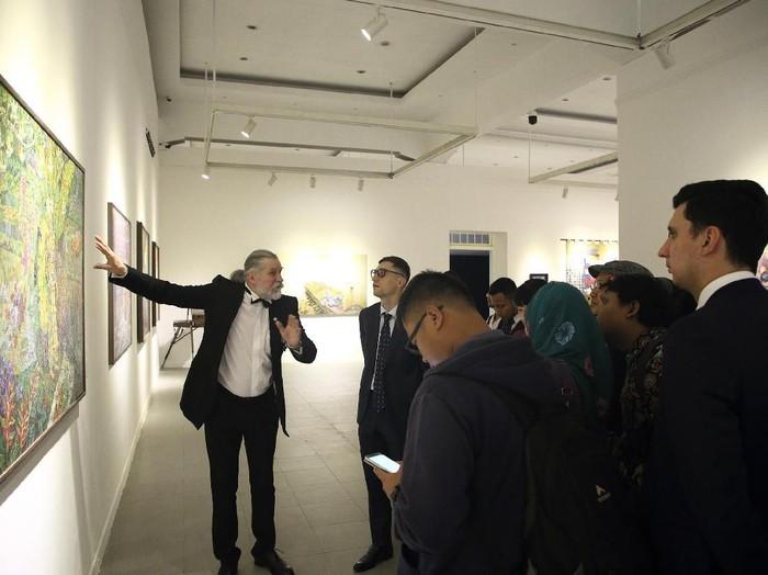 Pameran Seni Untaian Katulistiwa di Galeri Nasional Indonesia
