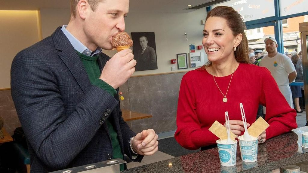 Momen Manis Pangeran William dan Kate Middleton Nikmati Es Krim di Wales