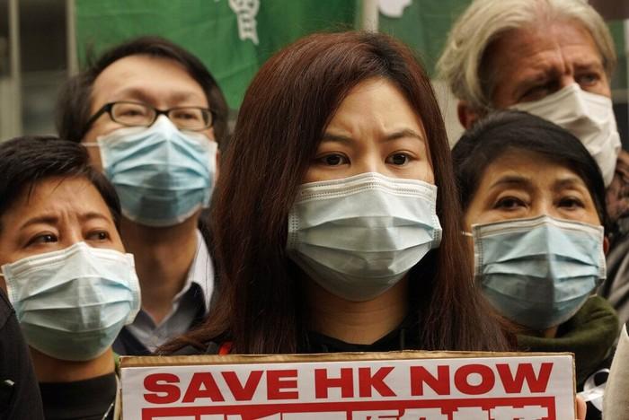 Staf medis di Hong Kong gelar aksi demo terkait wabah virus corona. Mereka minta perbatasan china ditutup sementara guna cegah penyebaran virus yang makin luas.