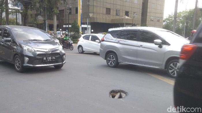 Datuk Haris Molana- detikcom/ Jalanan berlubang di Imam Bonjol Medan