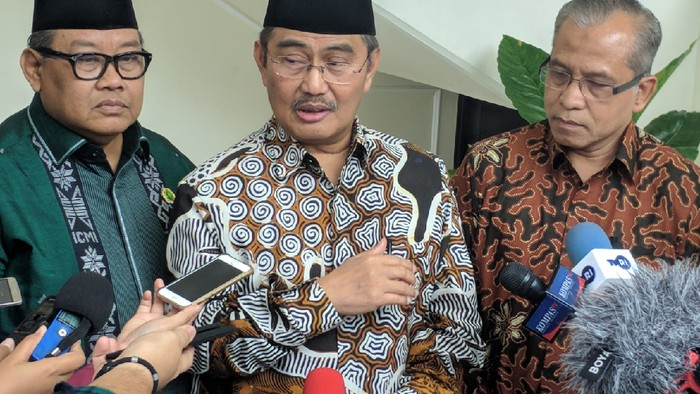 Mantan Ketua Mahkamah Konstitusi Jimly Asshiddiqie angkat suara terkait wacana pemulangan 600 WNI mantan anggota ISIS ke Indonesia. Dia menyebut harus ada pencabutan paspor para mantan anggota ISIS tersebut.