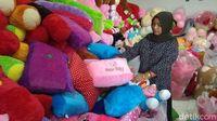 Pasutri Korban PHK Raup Cuan dari Bisnis Boneka
