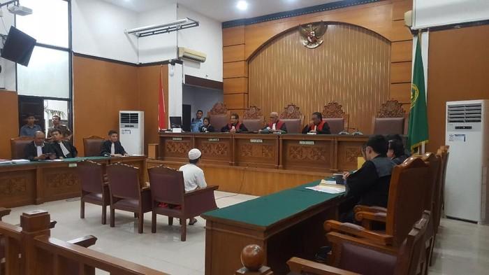 Sidang Ari Darmawan