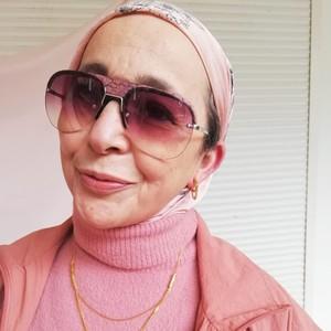 Ini Gaya Nenek Berhijab Usia 67 Tahun yang Tampil Nyentrik