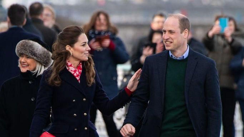 Tak Mirip Cinderella, Kate Middleton Minta Maaf