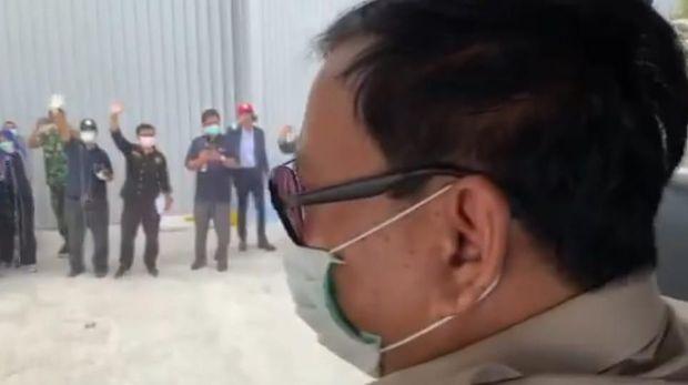 Momen Menhan Prabowo Sapa WNI Asal Wuhan di Natuna dari Bus