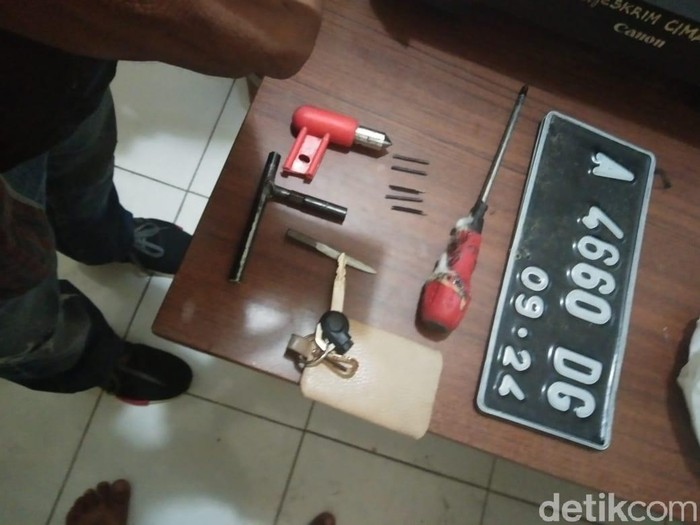 Bahtiar Rivai/detikcom/ Barang bukti pelaku perampokan di Lebak Banten