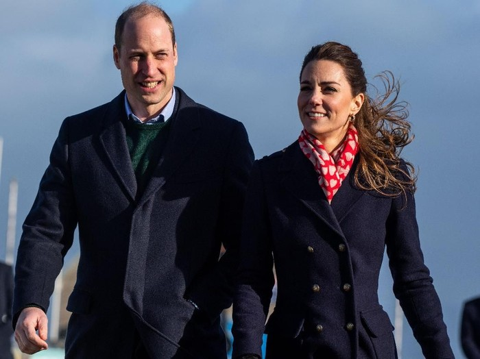 SWANSEA, UNITED KINGDOM - FEBRUARY 04: Catherine, Duchess of Cambridge speaks to members of the crowd as she leaves the RNLI Mumbles Lifeboat Station on February 04, 2020 near Swansea, South Wales. (Photo by Ben Birchall - WPA Pool/ Getty Images)
