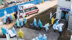 Derita Dokter di Wuhan: Pakai Popok, Kelelahan Hingga Terinfeksi Corona