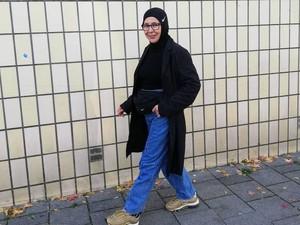 Suka Tampil Nyentrik, Nenek Berhijab Ini Dilirik Vogue