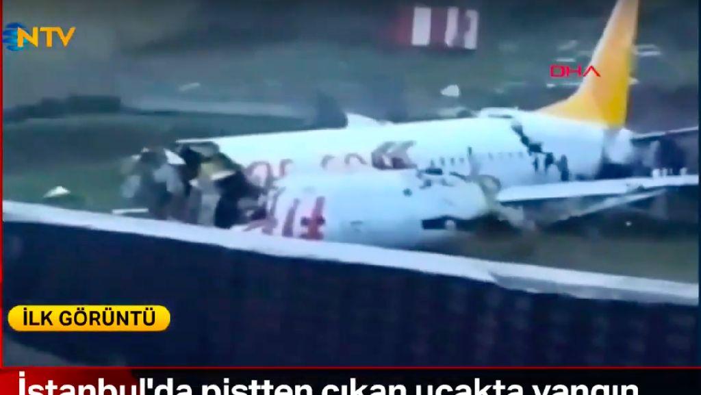 Pesawat Terbelah Tiga usai Tergelincir di Bandara Istanbul