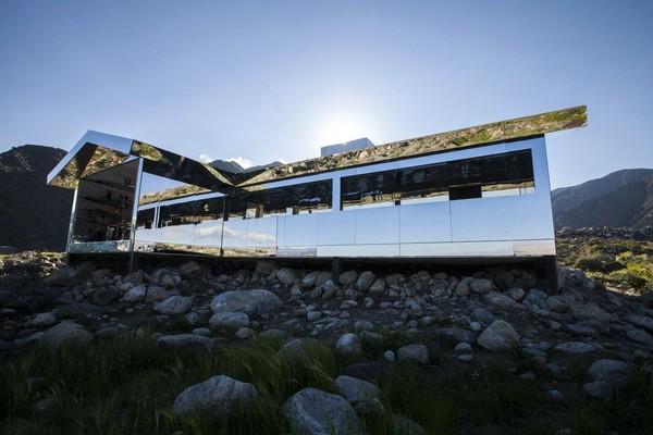 Mirage Gstaad juga akan memanjakan mata traveler dengan arsitektur unik yang terinspirasi dari rumah peternakan California tahun 20-30an dan tak akan didapatkan di tempat lain (Foto: dok. dougaitkeenmirage)