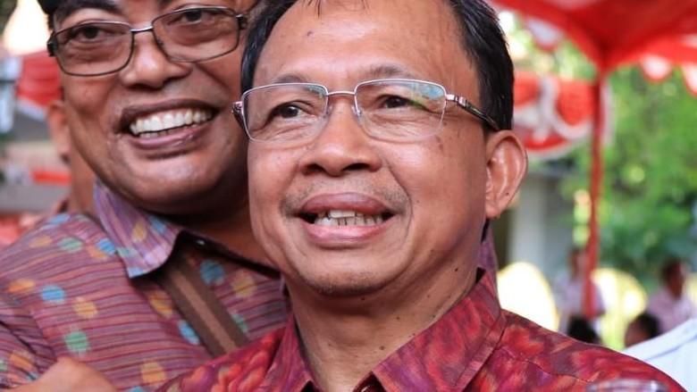 DOK ISTIMEWA/ Gubernur Bali I Wayan Koster mengesahkan aturan tata kelola arak Bali