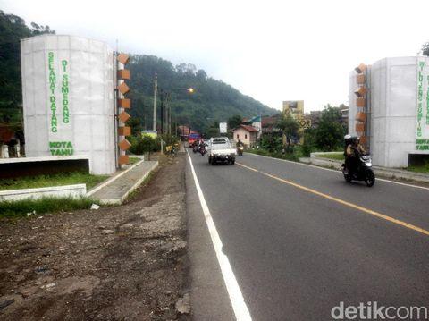 Before-After Gapura 'Selamat Datang di Sumedang' yang Dikritik Netizen