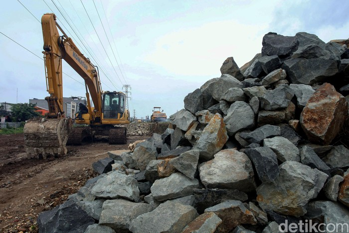 Ruang Terbuka Hijau (RTH) di kawasan Maura Karang terus dikebut pembangunannya. Rencannya lokasi tersebut bakal dibuat fasilitas interaksi warga.