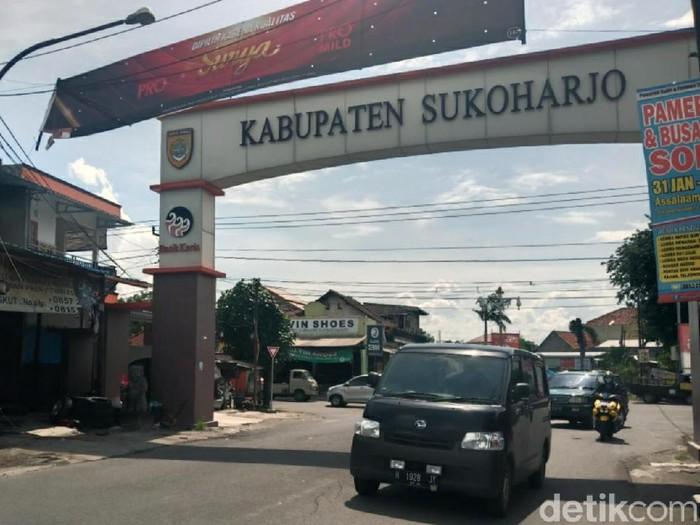 Jalan Veteran di Desa Cemani, Grogol, Sukoharjo yang disebut sebagai aset Benny Tjokro yang sudah berubah menjadi jalan umum, Rabu (5/2/2020).
