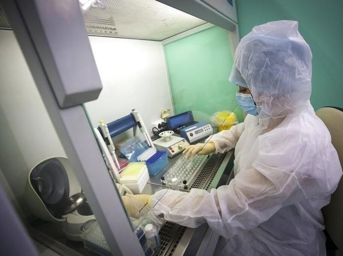 Wabah virus corona telah ditetapkan oleh WHO sebagai darurat global. Para ilmuwan di berbagai negara di dunia berlomba-lomba mengembangkan vaksin dari virus itu