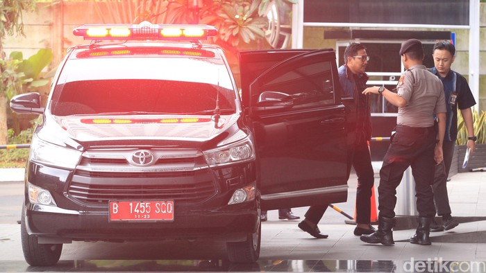 Penyidik KPK kembali memeriksa Bowo Sidik Pangarso. Eks anggota DPR itu diperiksa untuk tersangka Direktur PT Humpuss Transportasi Kimia (HTK), Taufik Agustono.