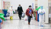 Petugas Kesehatan di China: Virus Corona Menyatukan Hati Kita