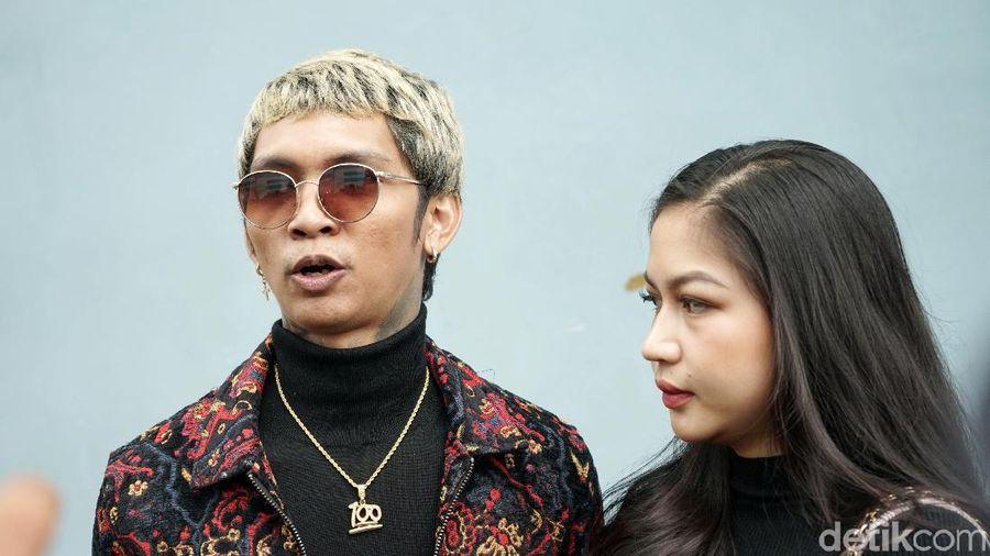 Young Lex dan Eriska Nakesya saat ditemui di studio Trans TV.