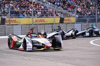 Balapan mobil listrik Formula E. Sayangnya belum ada pebalap Indonesia yang ikut Formula E.