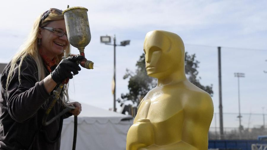 HOLLYWOOD, CA - FEBRUARY 05: Scenic artist Dena DAngelo spray paints a baby Oscar statue gold for the 92nd Annual Academy Awards on Hollywood Boulevard on February 5, 2020 in Hollywood, California. (Photo by Kevork Djansezian/Getty Images)