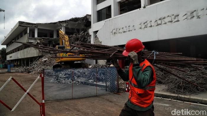 Proses revitalisasi Taman Ismail Marzuki (TIM) sudah mulai dilakukan hingga tahap II. Beberapa gedung juga sudah mulai proses pembongkaran.