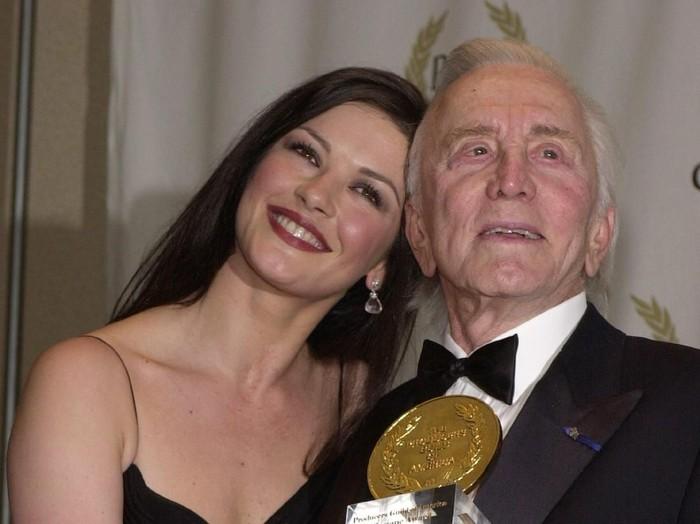 386220 02: Actress Catherine Zeta-Jones and father-in-law Kirk Douglas, recipient of the