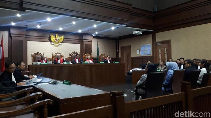 Kesaksian eks pejabat Garuda Indonesia dalam persidangan dengan terdakwa Emirsyah Satar.