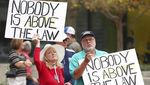 Aksi Warga AS Kritik Trump Lolos dari Pemakzulan