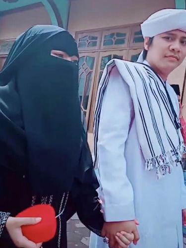Viral di TikTok, Istri Rela Dipoligami Bahkan Ikut Antar Suami Nikah Lagi
