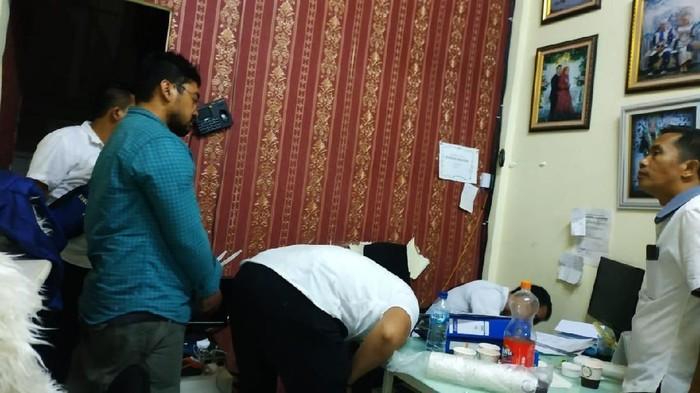 Polisi geledah kantor WO penipu di Depok