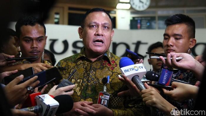 Ketua KPK Firli Bahuri mendatangi gedung DPR. Firli mengaku akan bertemu dengan pimpinan DPR.