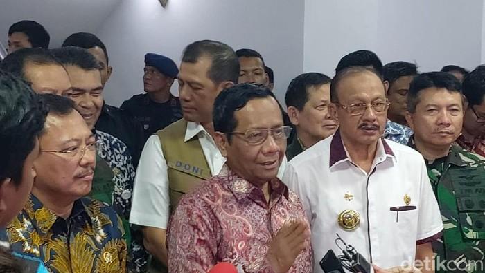 Menko Polhukam Mahfud Md mengunjungi Natuna untuk melihat kondisi masyarakat (Chaidir Tanjung/detikcom)