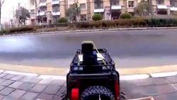 Takut Tertular Corona, Wanita China Belanja Pakai Mobil Remote Control
