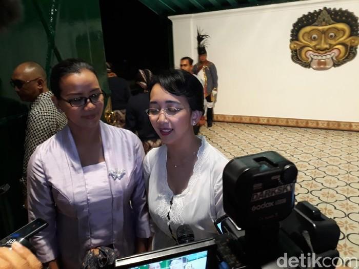 Putri bungsu Sri Sultan Hamengku Buwono (HB) X, GKR Bendara (kanan), Rabu (6/2/2020).