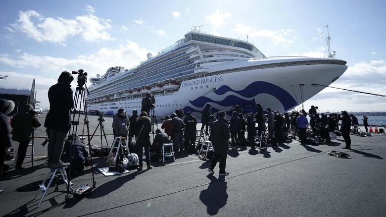 The cruise ship Diamond Princess is anchored at Yokohama Port for supplies replenished in Yokohama, south of Tokyo, Thursday, Feb. 6, 2020. Health workers said 10 more people from the Diamond Princess were confirmed ill with the virus, in addition to 10 others who tested positive on Wednesday. They were dropped off as the ship docked and transferred to nearby hospitals for further test and treatment. (AP Photo/Eugene Hoshiko)