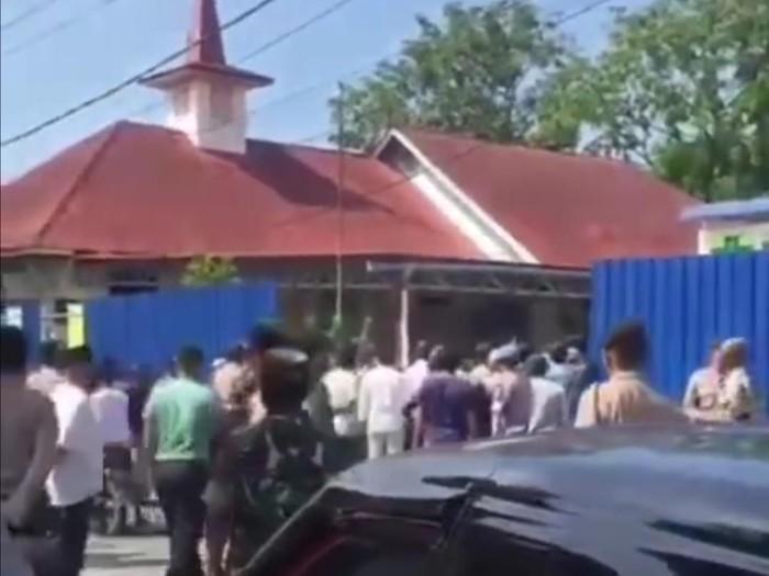 Ricuh di Gereja Katolik Paroki Santo Joseph, Tanjung Balai Karimun (Creenshot video viral)