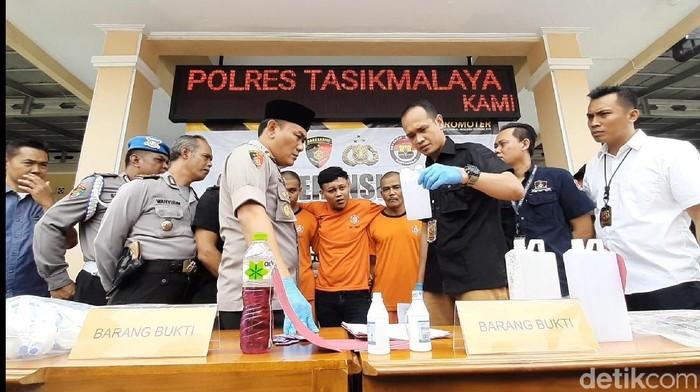 Penjual alkohol di Tasik di tangkap