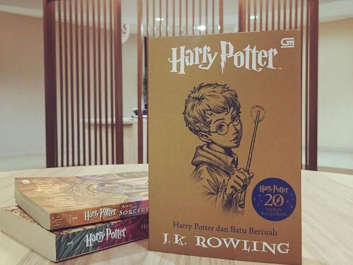 Buku Harry Potter dan Batu Bertuah