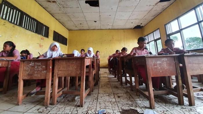 Nestapa Siswa SDN Samudrajaya 04 Bekasi: Tak Punya Toilet-Ruangan Gelap