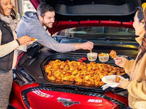 Kap Mesin Ford berubah jadi wadah makanan