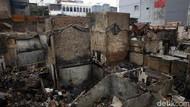 Potret Puing-puing Bangunan Sisa Kebakaran di Taman Sari Jakbar
