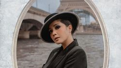 Nagita Slavina Pakai Tas Makeup Mini, Harganya Bikin Netizen Istighfar