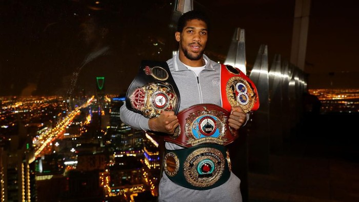 RIYADH, SAUDI ARABIA - DECEMBER 08: Two time Heavyweight Champion of the World, Anthony Joshua, poses for pictures overlooking Riyadh after the IBF, WBA, WBO & IBO World Heavyweight Title Fight between Andy Ruiz Jr and Anthony Joshua at the the Al Faisaliah Hotel on December 08, 2019 in Riyadh, Saudi Arabia. (Photo by Richard Heathcote/Getty Images)